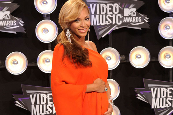 "Beyonce Pregnant, Reveals ""Baby Bump"" During Her MTV VMA Performance"