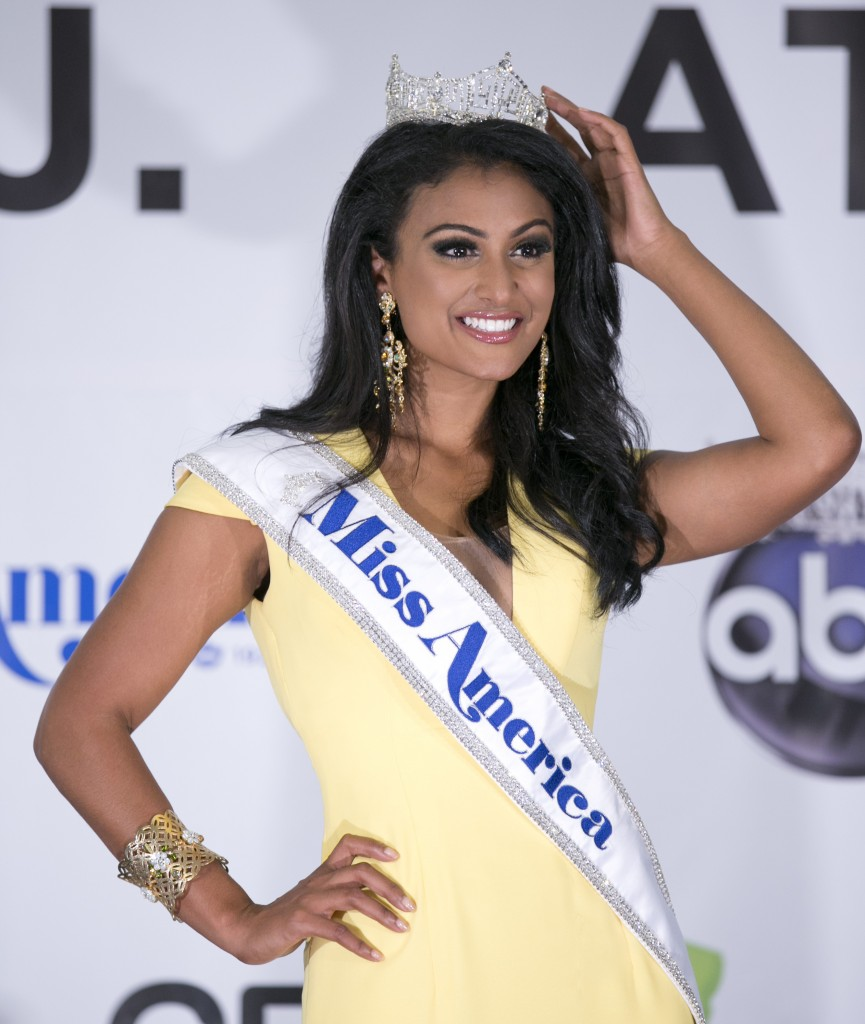 Davuluri-Wears-Miss-America-Crown-Proudly