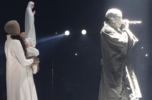 "Kanye West Disses Nike, Apple & 'SNL', Brings 'White Jesus' On Stage During ""Yeezus"" Concert In NJ"