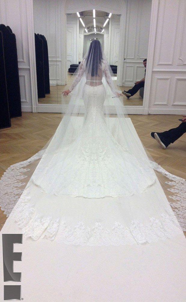 kim-kardashian-kanye-wedding-19