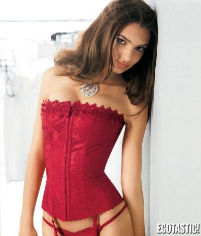 emily-ratajkowski-in-fredericks-of-hollywood-lingerie-29-400x470