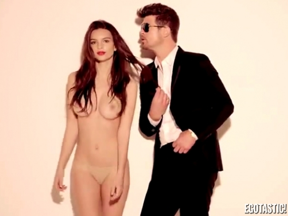 emily-ratajkowski-topless-robin-thick-video-blurred-lines-01-580x435